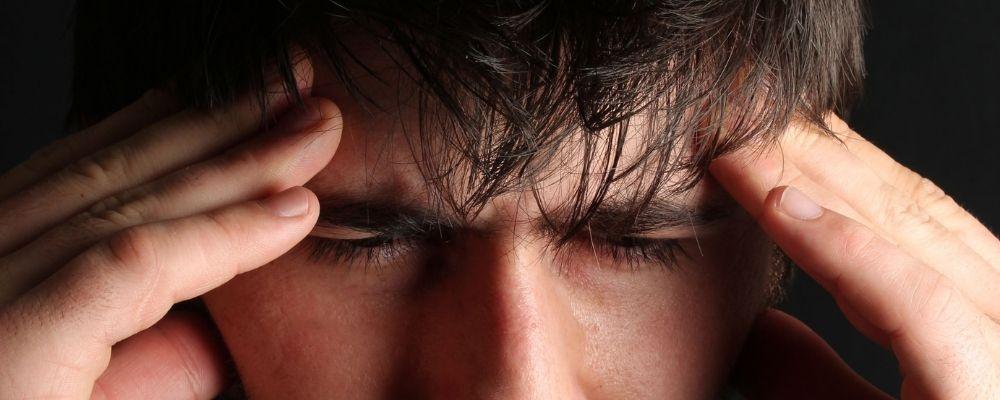 5 tegn på stress – sådan spotter du stress hos andre [og dig selv]
