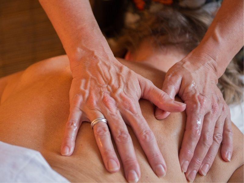 Helkropsmassage - blid og omsorgsfuld massage